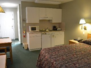 1 queen bed with kitchen